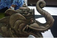Warga Temukan Artefak Kepala Naga di Gunung Lalakon