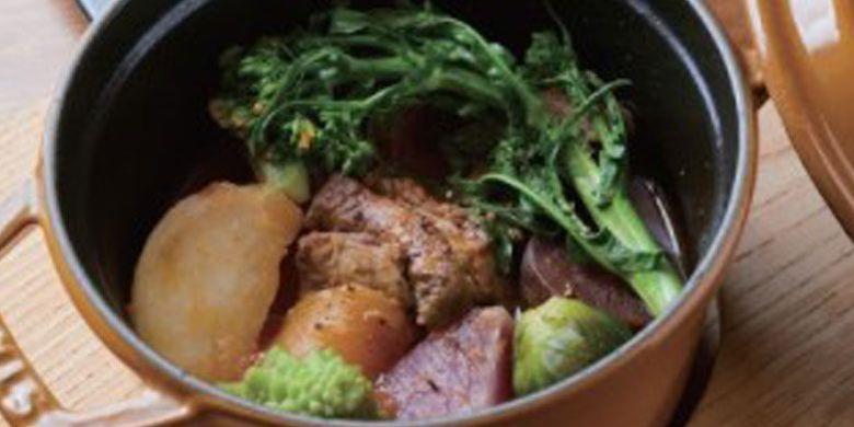 Masakan nabe ala Perancis, Cocotte, yang dibuat dengan menggunakan bahan-bahan lokal seperti sayuran yang diproduksi di Kamakura, Prefektur Kanagawa, selatan Tokyo, Jepang.
