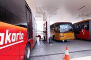 Bus Transjakarta Rusak Dilempari Orang Tak Dikenal di Halte Tosari