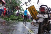 Cuaca Ekstrem di Bandung, dari Pohon Tumbang hingga Reklame Roboh