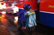 Pintar Memilih Jas Hujan Hindarkan Diri dari Kecelakaan