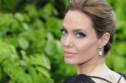 'Ngemil' Serangga ala Angelina Jolie