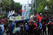 Transjakarta Minta Buruh Tidak Tutupi Jalur 'Busway' saat Unjuk Rasa