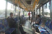 Transjakarta Perbolehkan Pelanggan Berbuka Puasa di Halte dan Bus