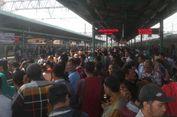 Berharap Momok Tertahan di Stasiun Manggarai Itu Segera Berakhir...