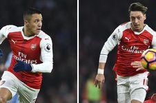 Belajar dari Chelsea, Arsenal Diminta Tahan Sanchez dan Oezil