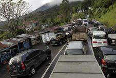 Macet Parah di Puncak, Mobil Murah Pantang Menanjak?