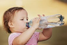 Rekomendasi Asupan Air Minum untuk Anak Setiap Hari