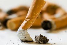 Lawan Limbah, Ilmuwan Usulkan Aspal dari Puntung Rokok