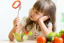 Mengapa Anak Susah Makan Sayur dan Buah?