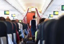 Mengapa Anthony Bourdain dan Gordon Ramsay Pilih Tak Makan di Pesawat?