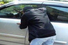Pencuri Ini Hanya Butuh Waktu 10 Menit Buka Pintu Mobil Incarannya