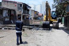 Antisipasi Banjir, Saluran Air dan Kali di Kelapa Gading Dikeruk