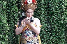 Cantiknya Pramugari Rombongan Raja Salman dengan Busana Penari Bali