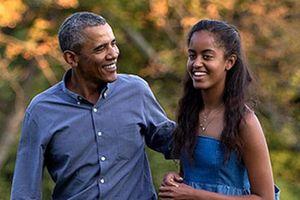Kenakan Kaus dan Celana Jins, Obama Tiba di Bali