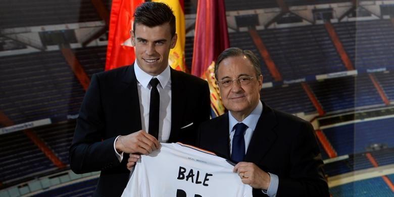 Gareth Bale (kiri) saat jumpa pers bersama Presiden Real Madrid, Florentino Perez, Senin (2/9/2013).