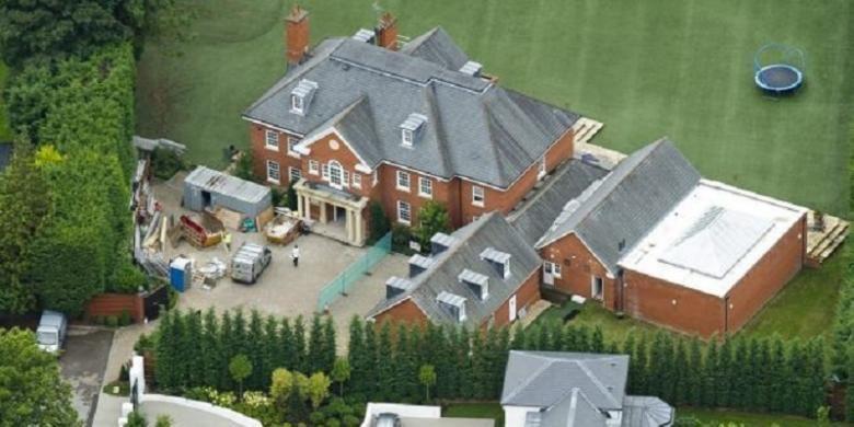 Rumah John Terry di kawasan Surrey, Inggris.
