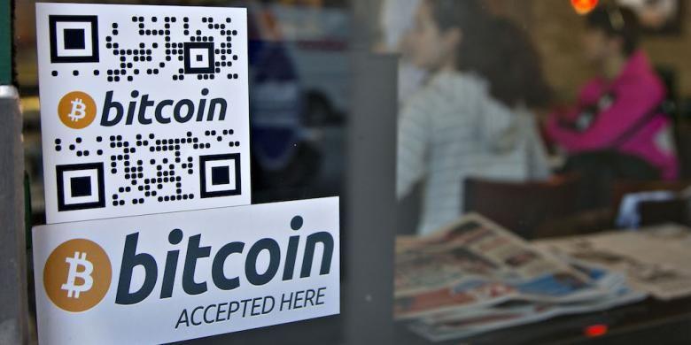 Penanda pada jendela mempromosikan mesin ATM Bitcoin