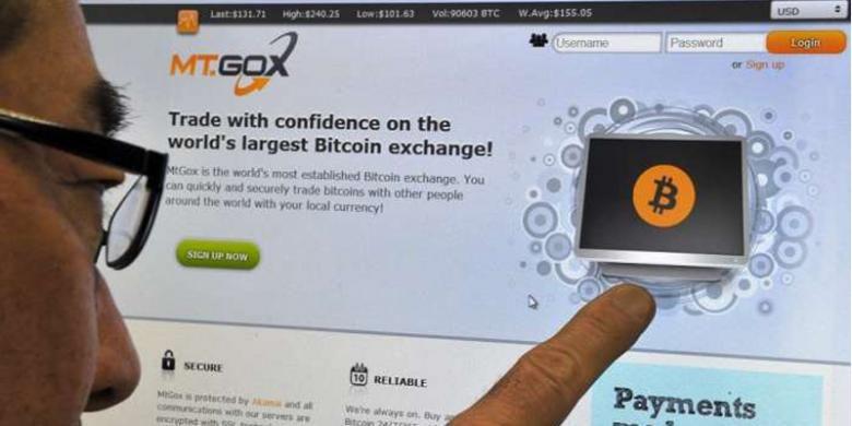 Pengguna mengakses situs web Mt. Gox, bursa bitcoin terbesar di dunia
