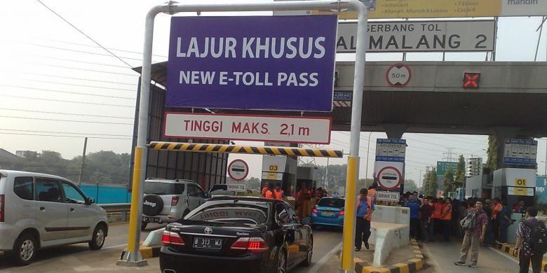 Pintu Tol Kalimalang II, Jakarta Timur yang sudah dipasang E-Toll Pass baru