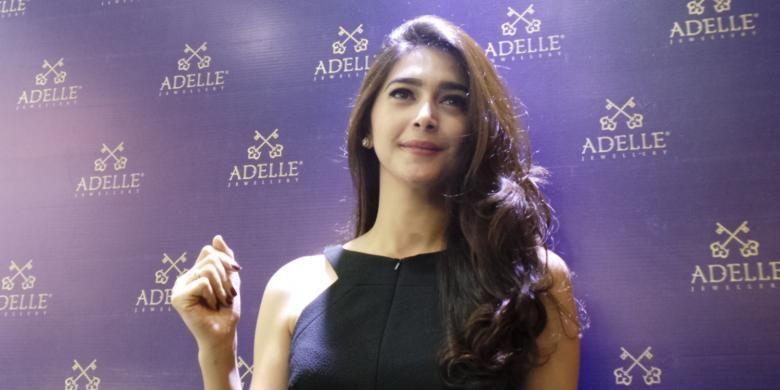 Nabila Syakieb hadir dalam grand opening Adelle Jewellery, di Trans Studio Mall, Bandung, Jawa Barat, Minggu (8/2/2015) malam.