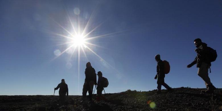 KOMPAS IMAGES/FIKRIA HIDAYAT Mendaki Gunung Tambora di Pulau Sumbawa, NTB.