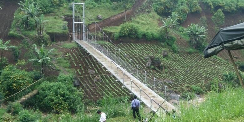 Jembatan untuk Desa-Asimetris (JUDESA), di Desa Cihawuk-Cibeureum, Kabupaten Bandung.