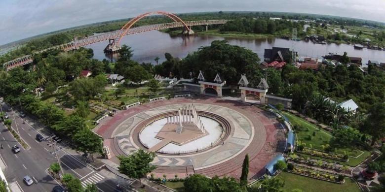Tugu Soekarno, tempat Presiden Soekarno meresmikan pembangunan Kota Palangka Raya pada 17 Juli 1957. Monumen terletak di jantung Kota Palangka Raya, Kalimantan Tengah. Foto karya Markurius S yang masuk dalam 10 nominator berdasar like terbanyak di Facebook.