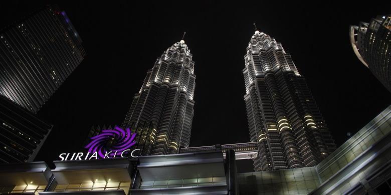 Potret Menara Petronas diambil dari depan Suria Kuala Lumpur City Centre, Kamis, (13/8/2015).