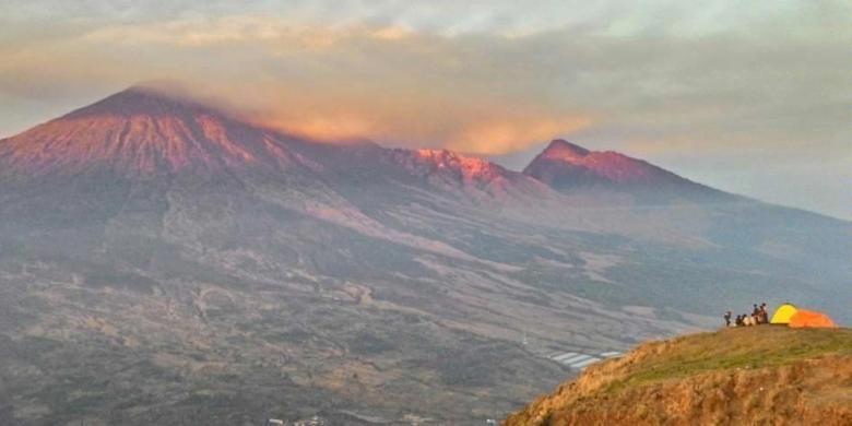 Pemadangan Gunung Rinjani dari Bukit Pergasingan, di Desa Sembalun Lawang, Lombok Timur. Foto diambil dengan kamera smartphone