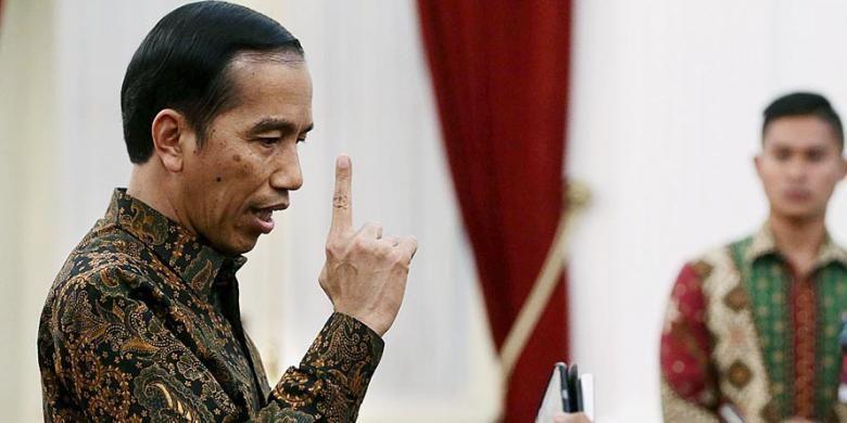 Presiden Joko Widodo mengungkapkan kemarahannya saat menjawab pertanyaan wartawan terkait pencatutan nama Presiden dalam permintaan saham Freeport  di Istana Merdeka, Jakarta,  Senin (7/12/2015). Presiden menilai bahwa tindakan itu melanggar  kepatutan, kepantasan, moralitas dan wibawa negara.