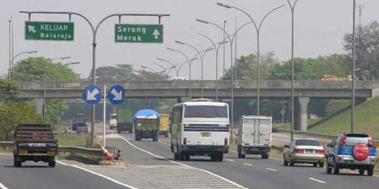Jalan Tol Jakarta-Tangerang-Merak.