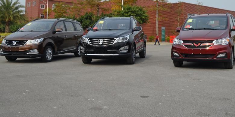 Mobil sejuta umat di China buatan SGMW. Dari kiri ke kanan, MPV Baojun 730, SUV Baojun 560, dan Wuling Hongguang S1. Dari tiga mobil ini, hanya Baojun 730 dan Wuling Hongguang S1 yang akan hadir di Indonesia.