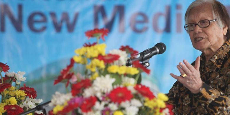 Chairman Kompas Gramedia Jakob Oetama memberikan sambutan saat peresmian New Media Tower Universitas Multimedia Nusantara di Gading Serpong, Tangerang Selatan, Banten, Sabtu (8/9/2012).