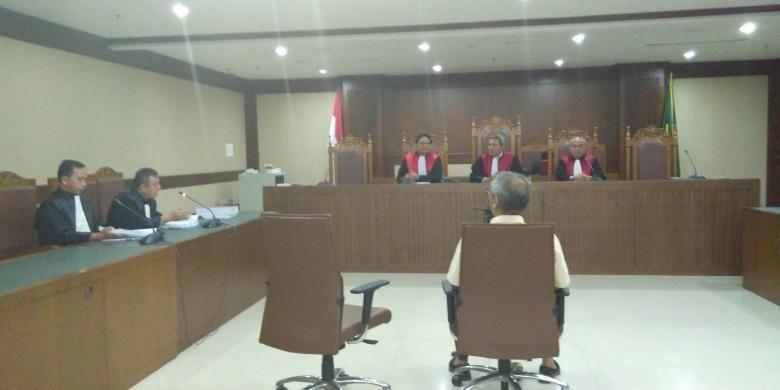 Suasana sidang pembacaan tuntutan terhadap terdakwa kasus UPS Alex Usman di Pengadilan Tipikor, Jalan Bungur Besar Raya, Kamis (3/3/2016).