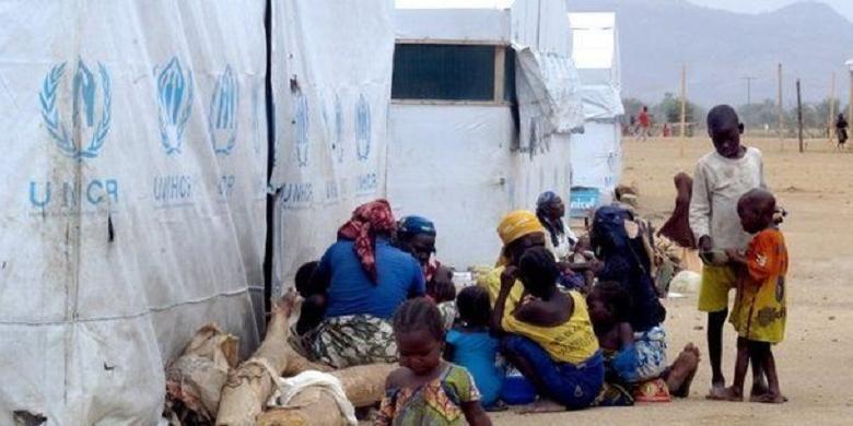 Sebanyak 250.000 orang yang menjadi korban kekerasan Boko Haram telah tinggal di pengungsian. Mereka ditampung di kamp-kamp darurat di Giwa. Namun, di pihak lain militer juga membangun barak khusus menahan para tersangka anggota Boko Haram.