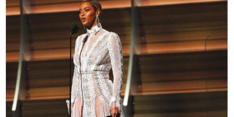 Busana karya Inbal Dror dikenakan Beyonce saat ajang Grammy 2016