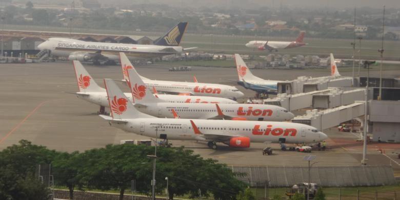 Pesawat Lion Air terparkir di airside Terminal 1 Bandara Soekarno-Hatta, Tangerang, Kamis (12/5/2016).