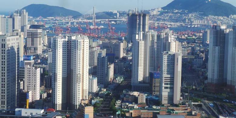 Pemandangan Kota Busan yang diambil dari Lotte Hotel Busan.