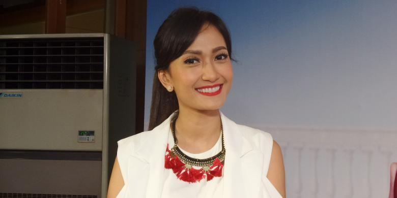 Puteri Indonesia 2004 Artika Sari Devi diabadikan di Hotel Atlet Century, Senayan, Jakarta Pusat, Rabu (1/6/2016).