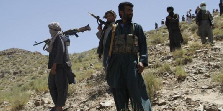 Milisi Taliban mendengarkan pidato pemimpin mereka Mullah Abdul Manan Niazi di Provinsi Herat, Afganistan.