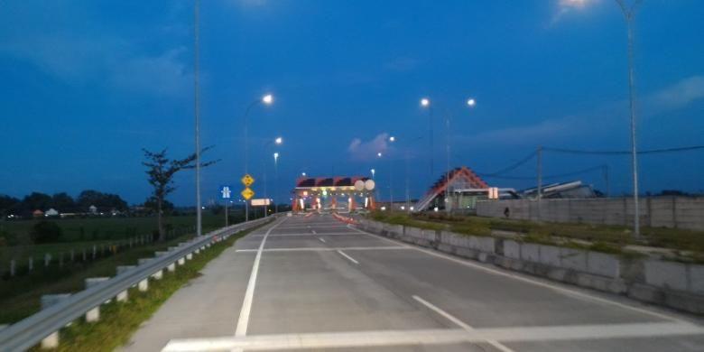 Ruas Jombang-Bandar Kedungmulyo sepi pengendara. Gambar diambil Selasa (29/6/2016).