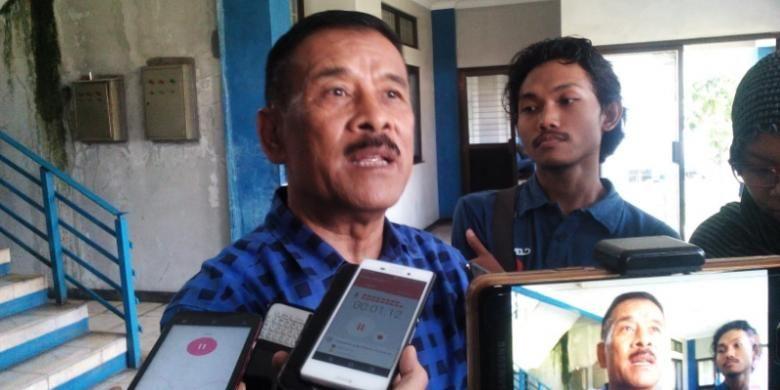 Manager Persib Bandung Umuh Muchtar saat ditemui wartawan di Mes Persib, Jalan Ahmad Yani, Senin (18/7/2016)