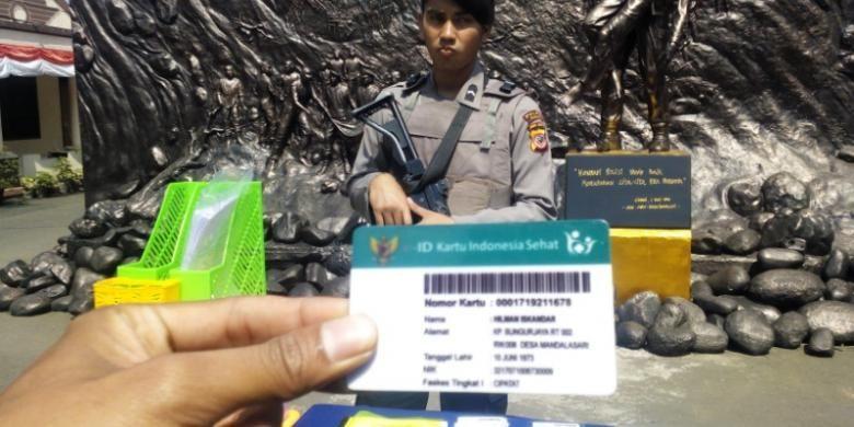 Kartu Indonesia Sehat (KIS) palsu yang turut disita polisi dari tangan sindikat pemalsu kartu BPJS Kesehatan
