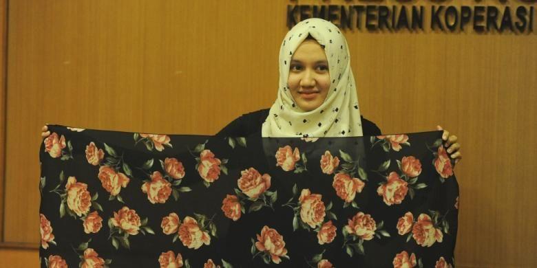 Intan Hapsari (23) Pemilik usaha jilbab Agniya Collection hasil bantuan program Wirausaha Pemula Kementerian Koperasi dan UKM.