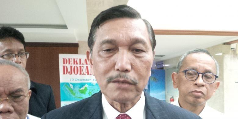Menteri Koordinator Bidang Kemaritiminan dan Sumber Daya Luhut Binsar Padjaitan, di Kantor Kemenko Maritim dan Sumber Daya, Jakarta, (16/8)