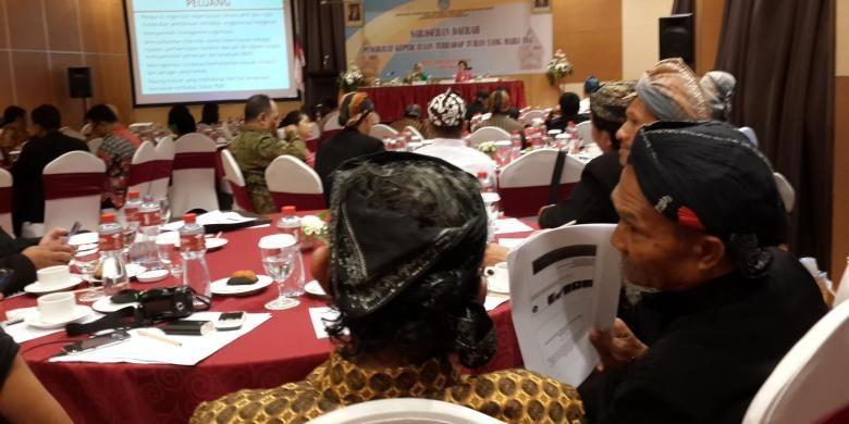 Sejumlah penghayat kepercayaan terhadap Tuhan Yang Maha Esa saat menghadiri Serasehan Daerah Penghayat Kepercayaan Terhadap Tuhan Yang Maha Esa di Kota Malang, Rabu (31/8/2016).