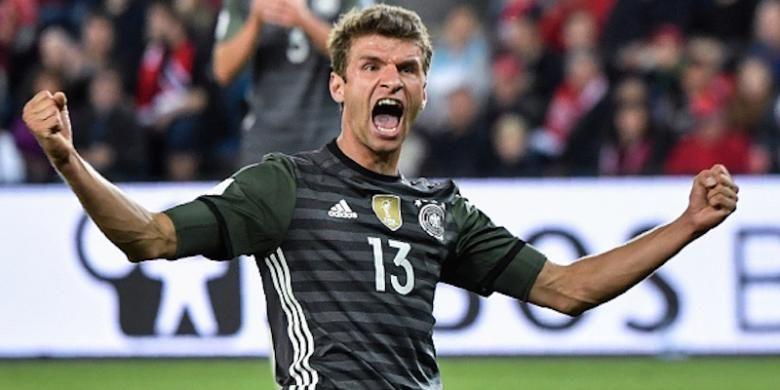 Thomas Mueller merayakan keberhasilannya mencetak gol ke gawang Norwegia pada pertandingan kualifikasi Piala Dunia 2018 di Oslo, Minggu (4/9/2016).