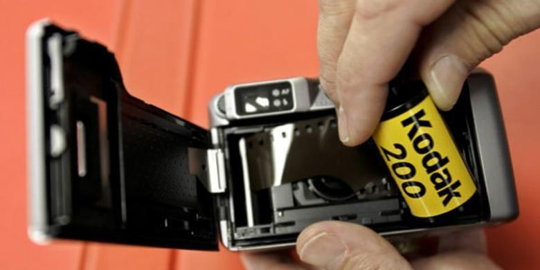 Ilustrasi roll film Kodak.