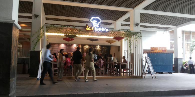 Suasana kafe JakBistro yang ada di Balai Kota DKI Jakarta, Rabu (19/10/2016). Kafe JakBistro adalah kafe konsep bagi kafe-kafe yang akan ditempatkan di sepanjang trotoar Sudirman-Thamrin.